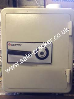 Sentry 1330 combination safe